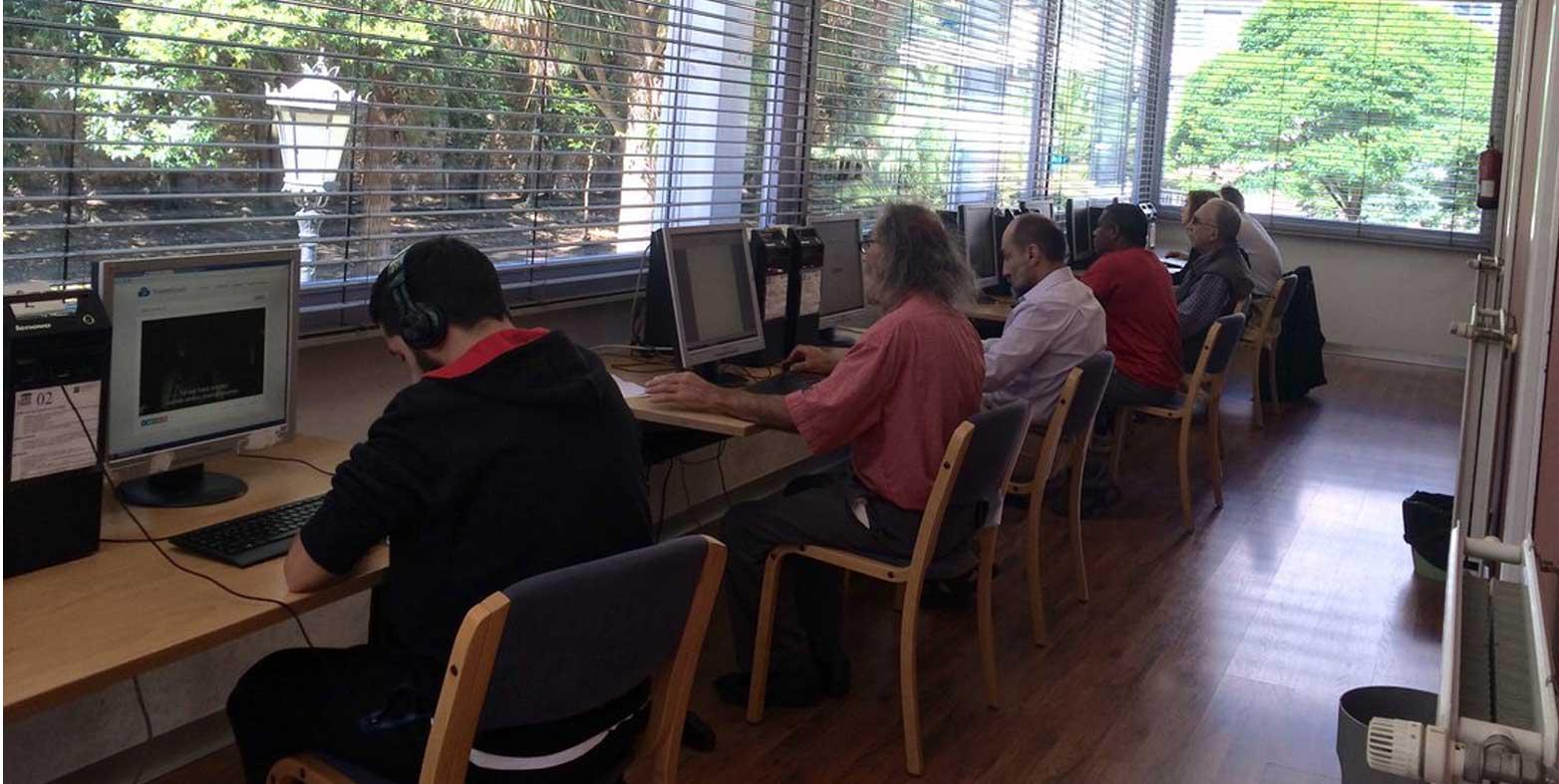 Ciudadanía activa y conectada: Nuevos cursos para personas mayores en Oviedo